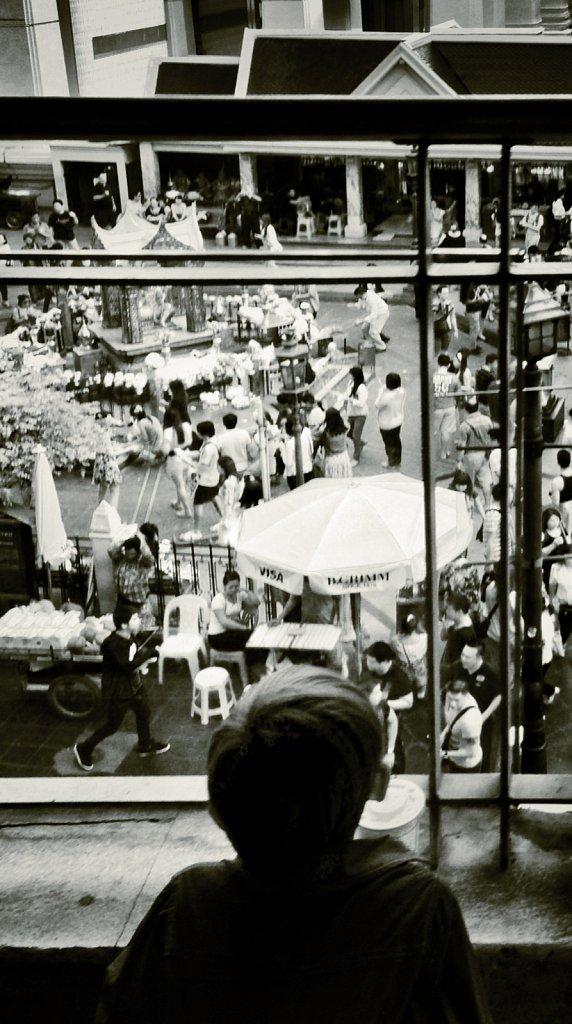 Seeing-the-crowds.JPG